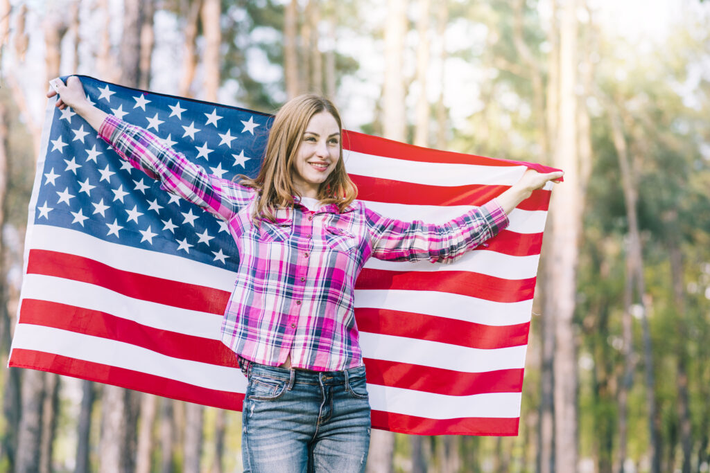 Becoming an American citizen can bring you several advantages, as you will be able to enjoy the privileges offered by the government.
